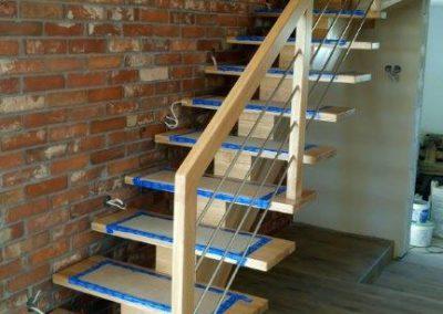 Schody drewniane jednobelkowe
